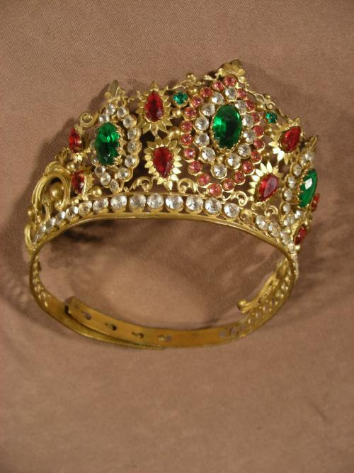 Tiara, Crown