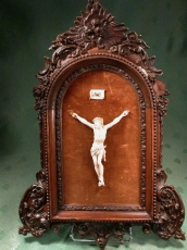 Antique Wall Crucifix Ivory With Frame   N° 3