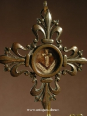 Reliquary flowers of lys True Cross D.N.J.C.